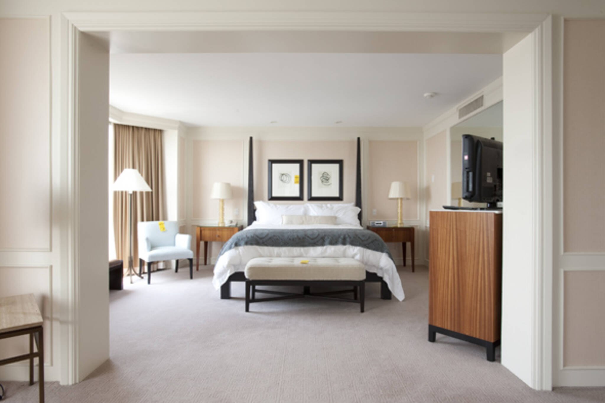 four seasons hotel auction