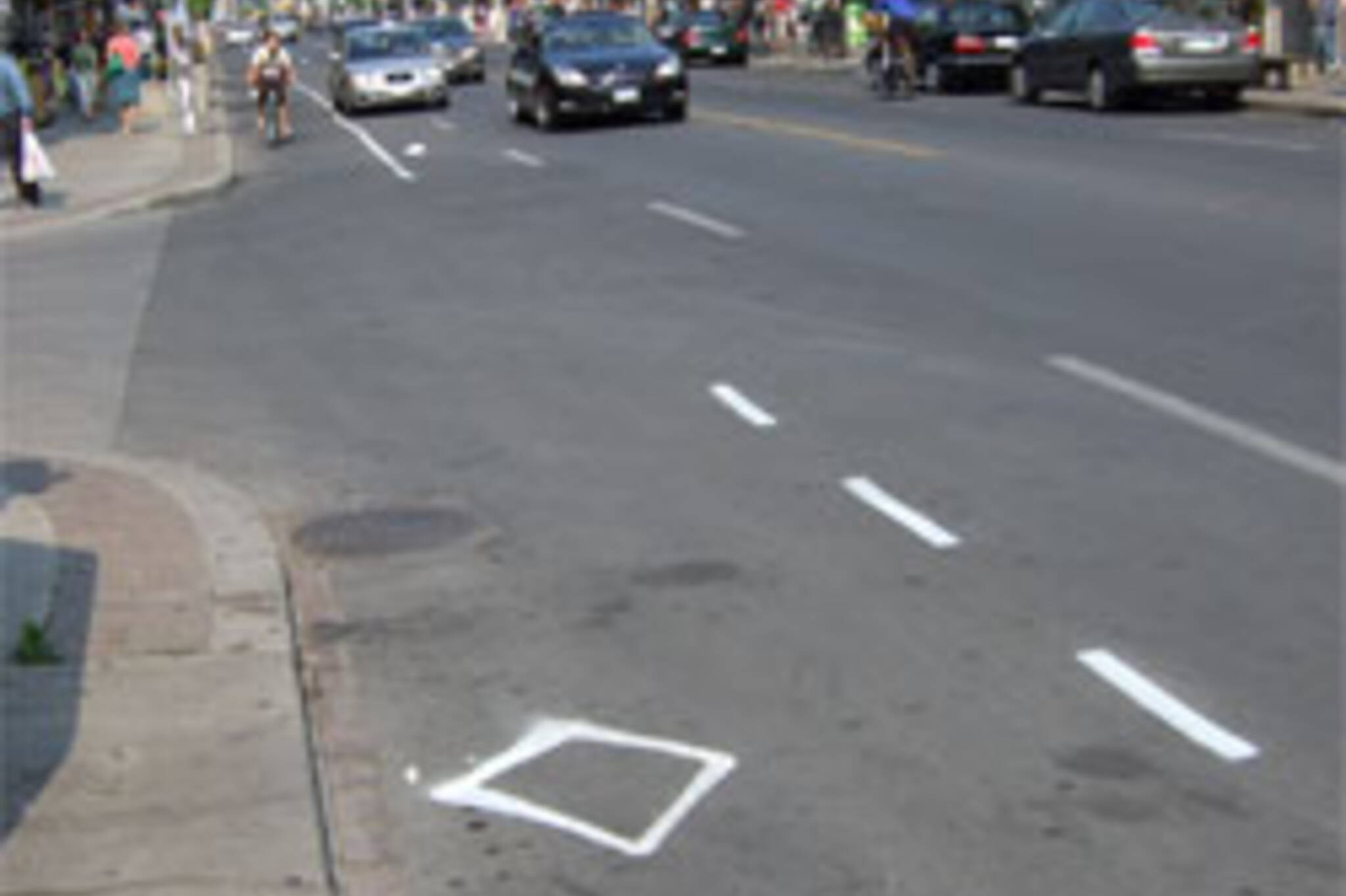 Tooker bike lane appears in the Annex, May 30, 2007
