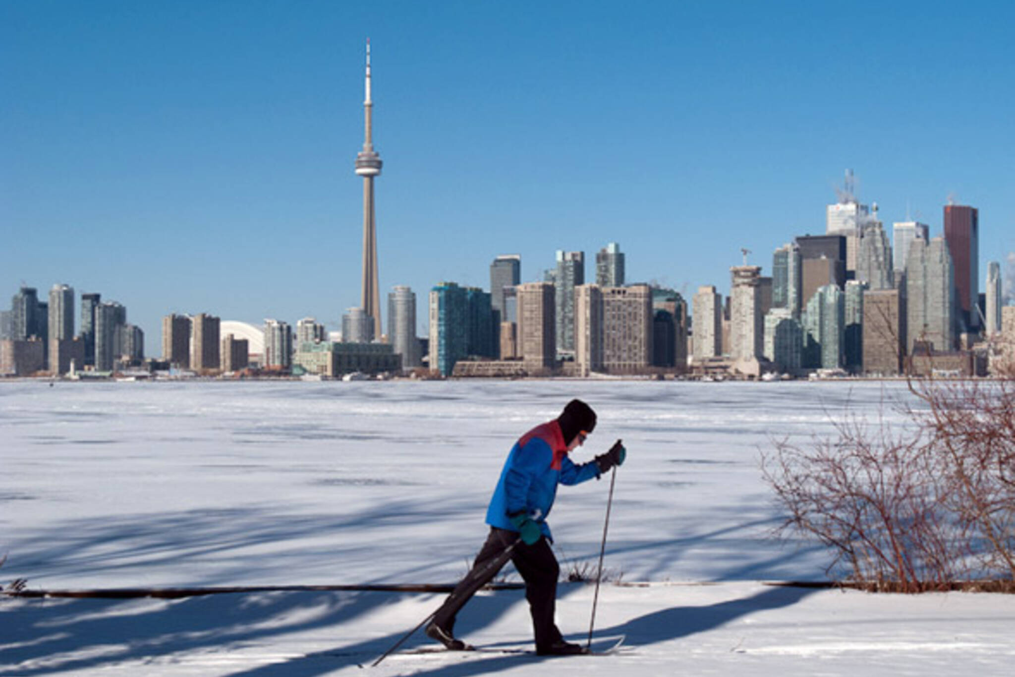 Toronto skyline winter skiing